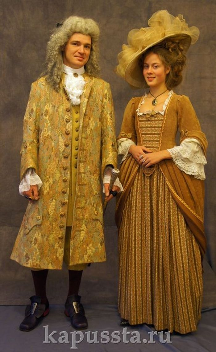 Baroque costumes with wigs and hats