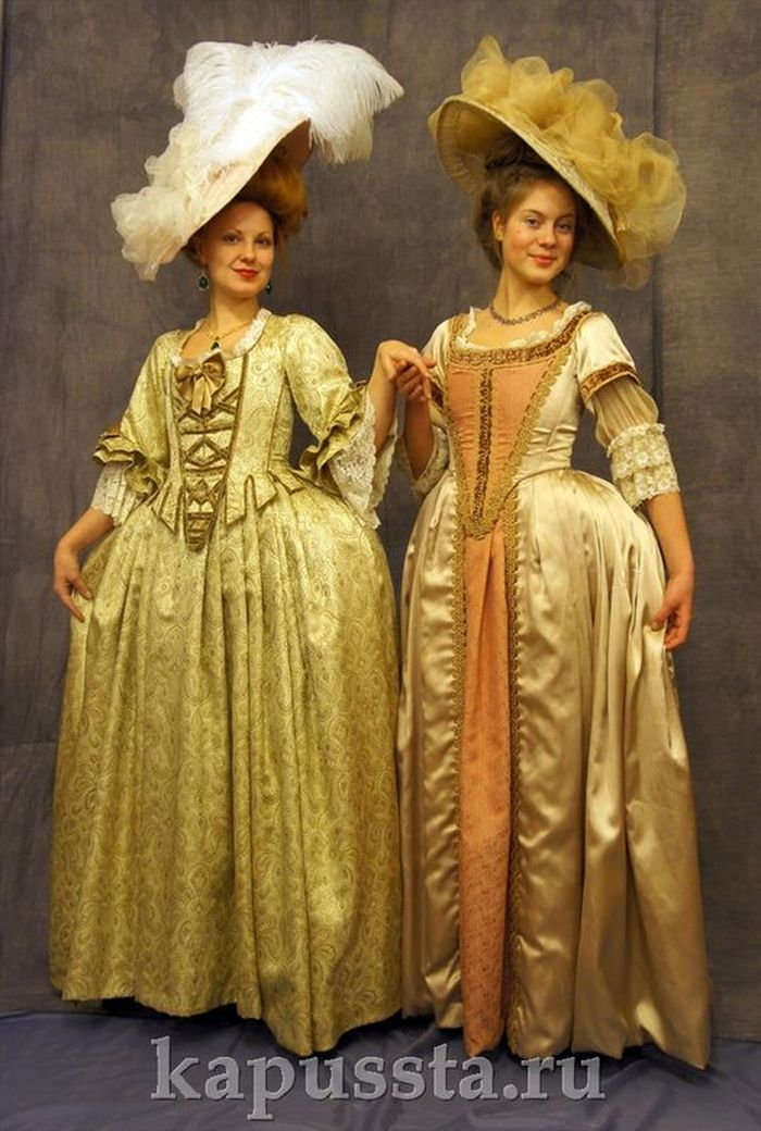 Baroque dresses with figs