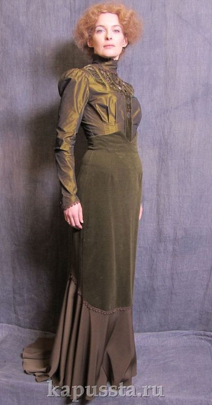Dress of marsh green color