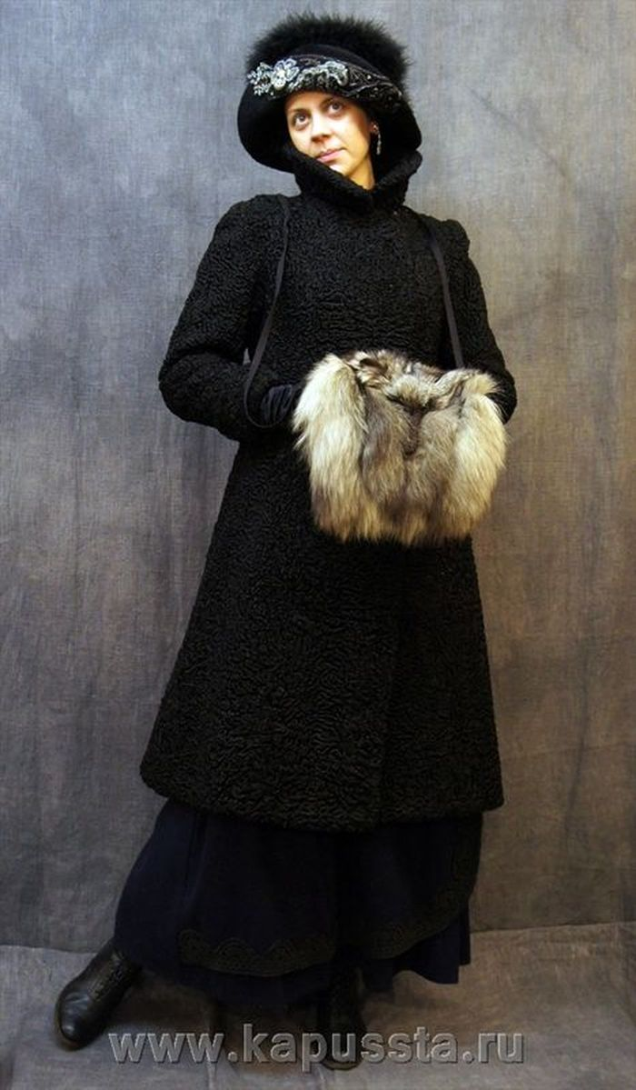 Upper women's clothing with the clutch of the Modern Age