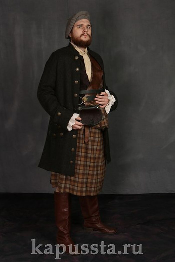 Scottish medieval men's costume in beret