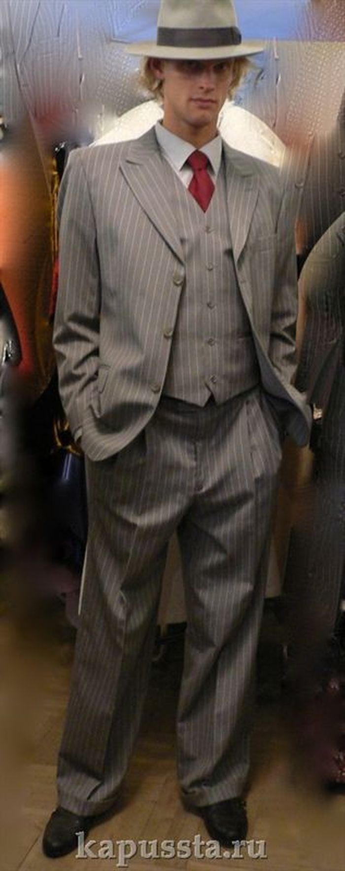 Gangster gray suit with hat