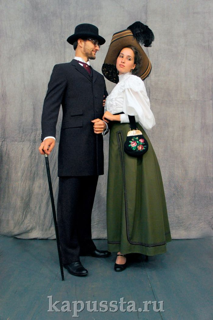 Costumes of the Modern Age with accessories