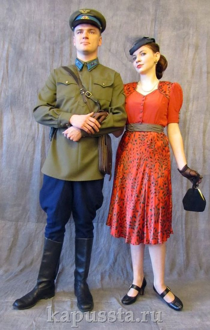 Red crepe de cape dress of the forties
