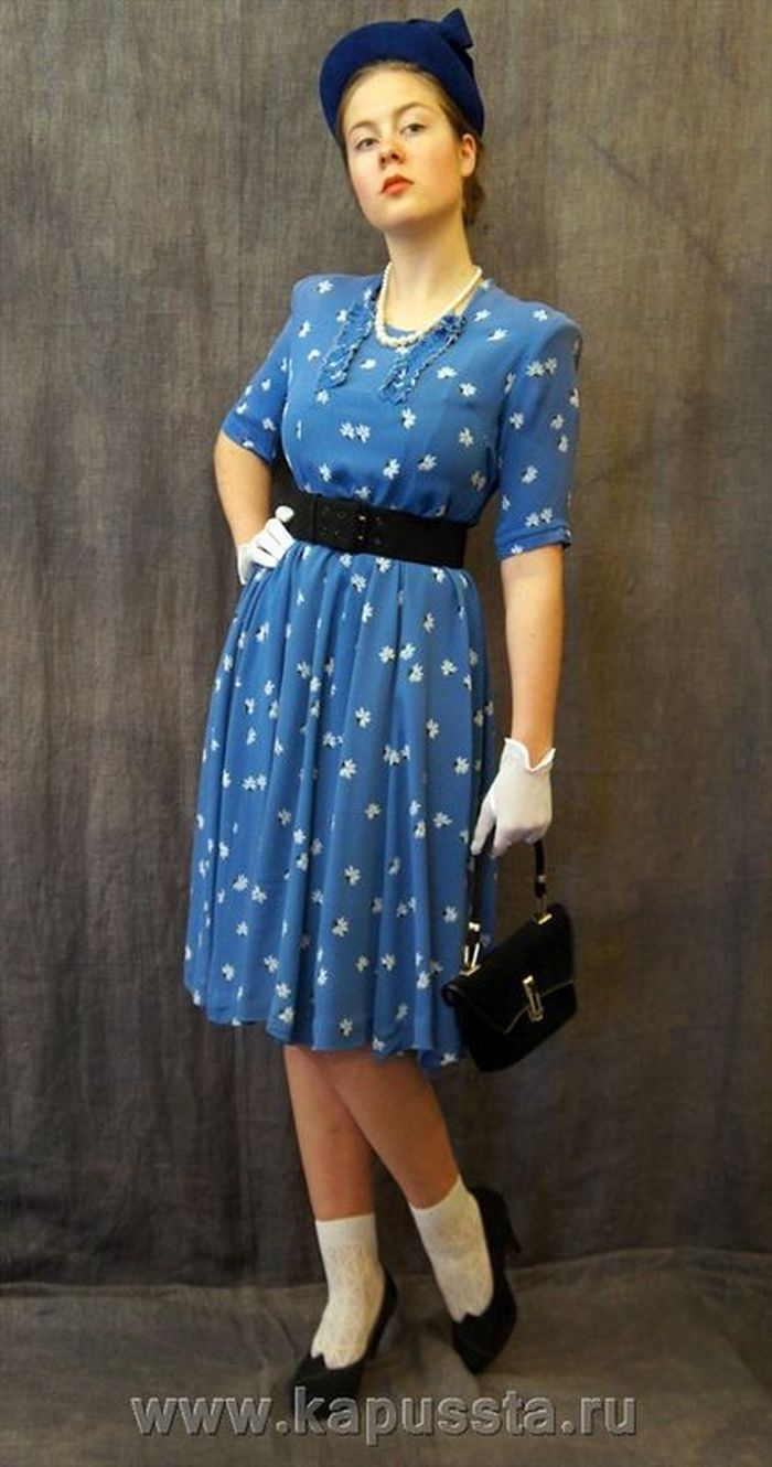 Dress with accessories of the forties