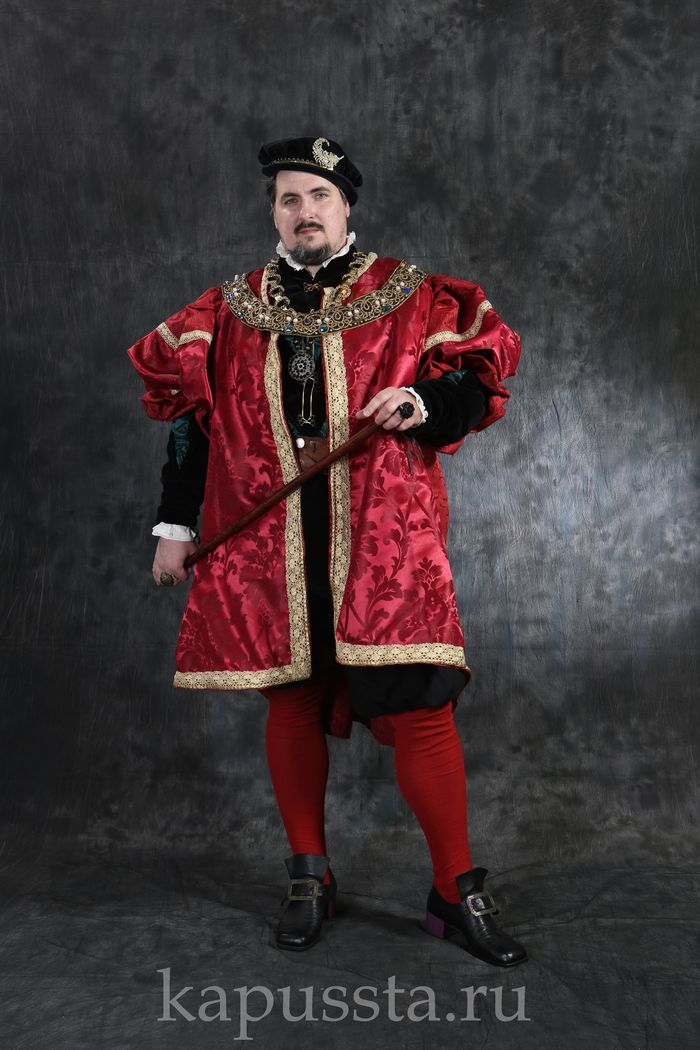 Renaissance male costume in red