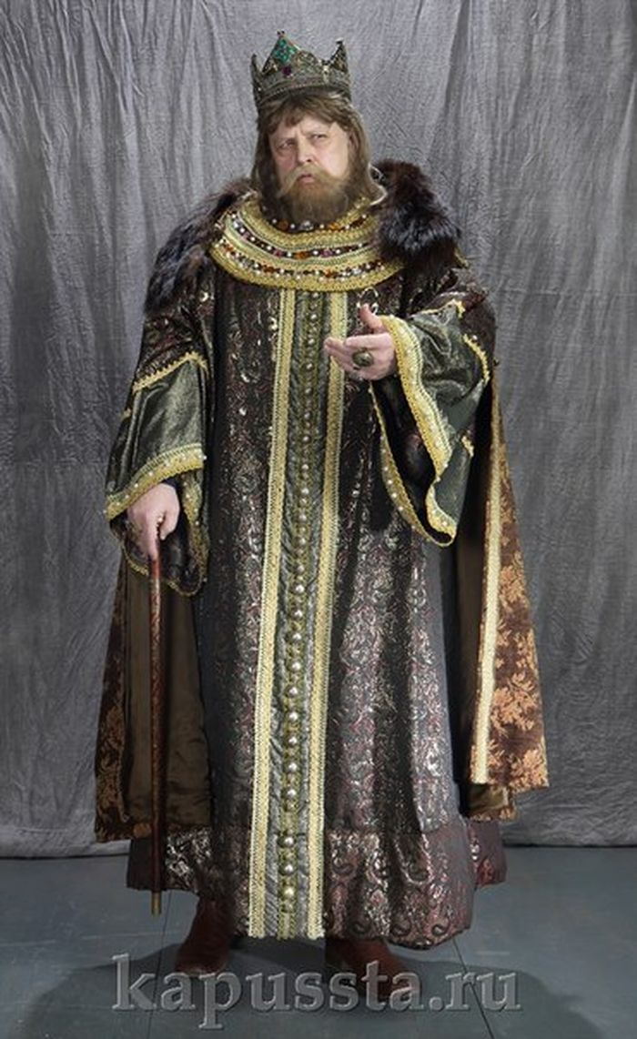 The costume of the king in a cape with fur